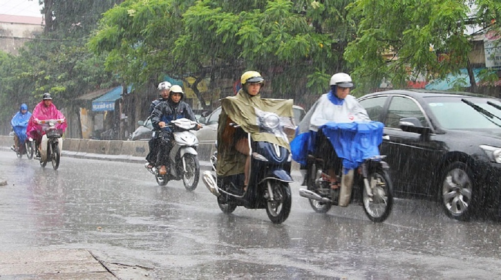 lái xe dưới trời mưa