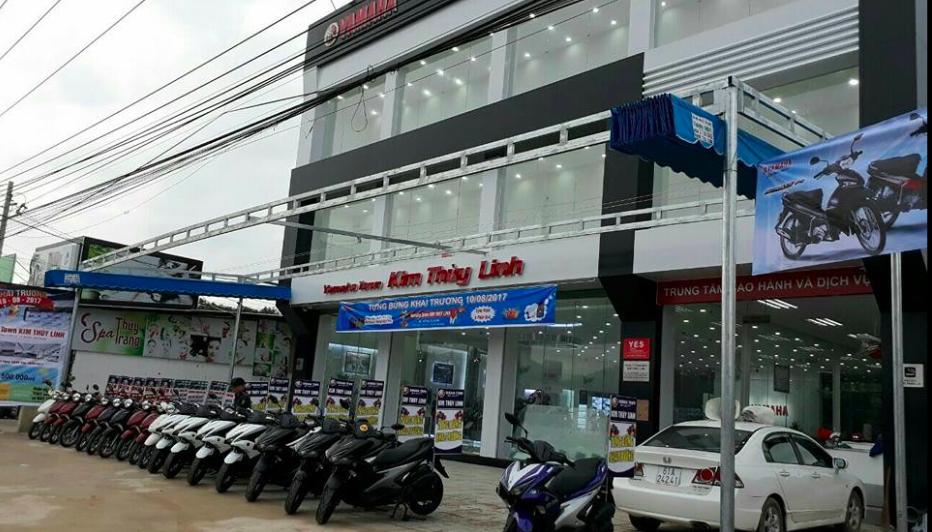 Kim Thuỳ Linh xe máy