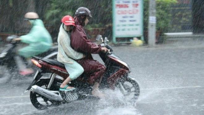 xe máy trời mưa